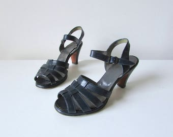 Blue Belle / vintage 1940s sandals / 40s shoes