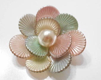 Gorgeous Vintage Pastel Flower Brooch (219) 14mm Faux Pearl Center