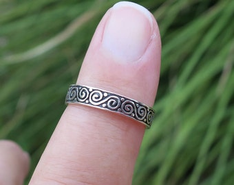 Pretty Vintage Swirl Ring