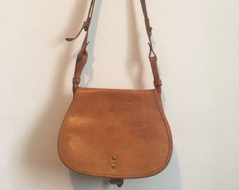 70s light brown leather saddle bag, long crossbody utilitarian bag, unisex purse luggage, festival bag - vintage -