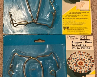 """Plate Holder Hardware NIP Vintage 1978 Decorative Plate Holder Wall Hanging Display Rack, Wire & Springs, holds up to 7.5"""" plate, Sears"""