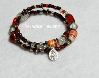 Our Lady Of Guadalupe, Jesus Divine Mercy Medal, Red and White, Czech Crackle Glass, Memory Wire Bracelet, Catholic Gift, Whimsical Jewelry