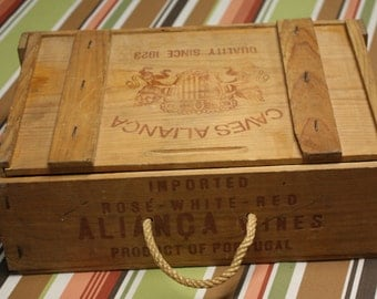 Vintage Caves Alianca 3 wine bottle wooden gift case/shipping crate - Breweriana