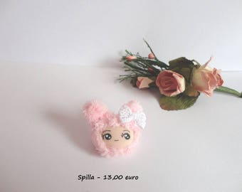 Brooch with Bunny Doll face with polymer clay fabric furry kawaii cute collier fille lapin rose