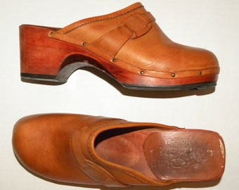Vintage Wooden & Leather Clogs / Leather Platform Wooden Clog / shoes / Classic 70s 80s Young Modes / size US 9