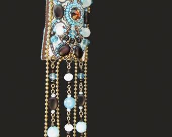Collier sautoir bohême chic de créateur, turquoise et marron, en ruban, jade, cristal, verre
