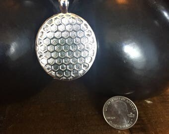 """Fitbit Flex / Flex 2 pendant / necklace - Oval """"Honeycomb"""" Silver tone with silver leather"""