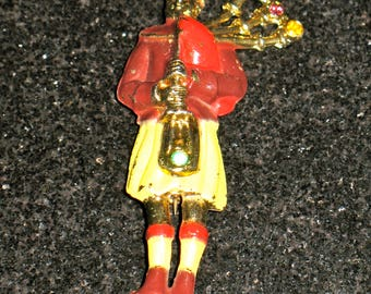 Scottish Bagpiper Gold Wash Red and Black, Mauve, Yellow Enamel and Rhinestone Figural Brooch