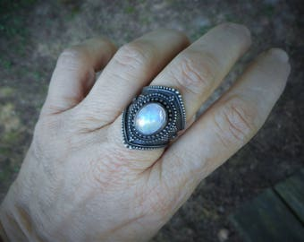 Moonstone ring, size 9 ring, large ring, armor ring, renassaince ring,moonstone rings,moonstone jewelry,gothic ring,large ring,gypsy ring