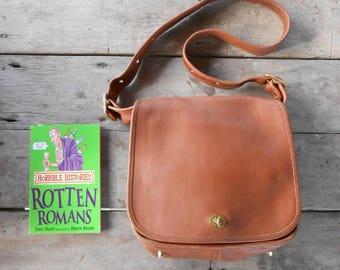 Vintage COACH Bag No. Q9C-9525 British Tan Leather Shoulder , Crossbody , Messenger , Purse Bag / Large / Authentic