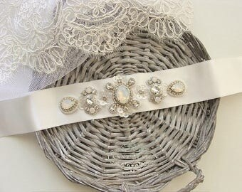 Ivory Bridal Sash, Opal Crystal Bridal Belt, White Opal Wedding Dress Belt, Crystal Beaded Sash Belt, Opal Rhinestone Wedding Sashes Belts