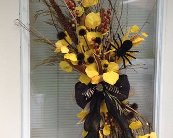 Halloween wreath, Fall wreath, Thanksgiving wreath,door hanging,spider wreath,black and yellow,natural,wild looking,aspen leaves,Steelers