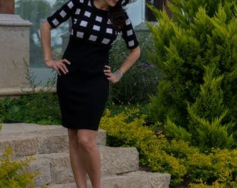Black white chequered dress up in Intarsia, short sleeves and round neck.