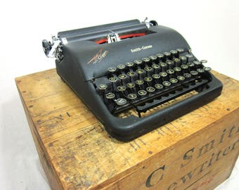 Beautiful Smith-Corona Clipper Working Industrial Vintage Typewriter!