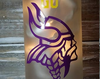 Minnesota Vikings Wine Bottle/Superbowl/Playoffs/Decoration/Bar/Gift/Glass/Lamp/Lights/NFL