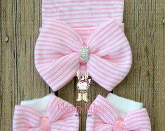 Newborn Hat and mittens set . Baby girl. Big Bow newborn baby girl gift set. Baby shower gift .pink and white bows