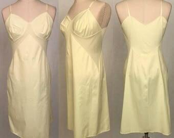 Vintage 60s Vanity Fair Pale Yellow Full Slip / Adjustable Straps / 100% Nylon / Women's Size 36 / Medium