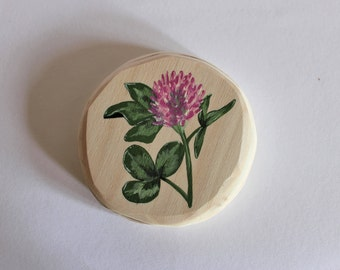 Botanical wall decoration, hand-painted clover on plywood round, diameter 9 cm