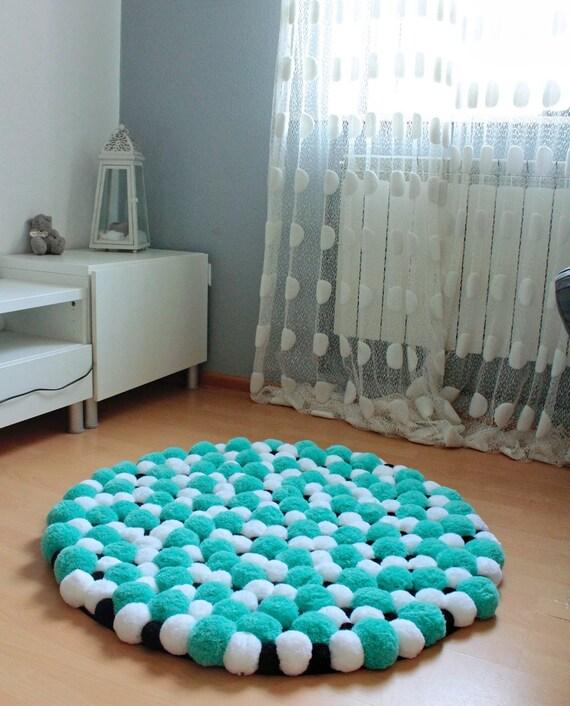 tapis de pom pom rond pompon tapis tapis de chambre. Black Bedroom Furniture Sets. Home Design Ideas