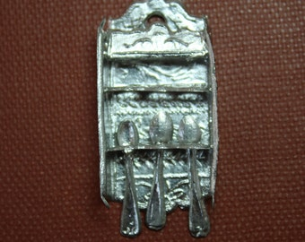 Dollhouse Miniature Silver Metal Collector's Spoon Rack with 3 Spoons (1/12 Scale)
