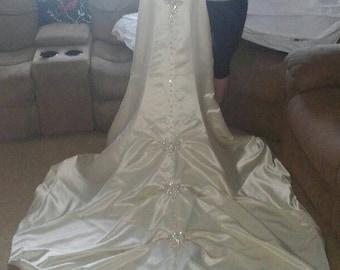 Brand New Never worn Gorgeous Wedding Dress