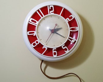 Vintage 1950's Mid Century Danish Modern Telechron Model 2H45 Wall Clock in Red & White/Cream - Excellent Condition - Works!