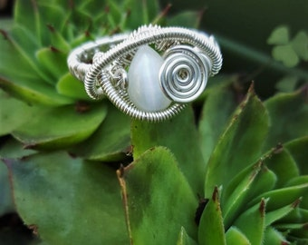 Sterling Silver Wire Wrapped Ring // Cats Eye White // Silver Ring // Wire Ring // Ring Wire Wrapped // Cat Eye Ring // Sterling Ring // Eye