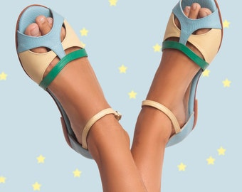 Romance Aqua - Leather flat sandal in light blue, yellow and green - Handmade in Argentina