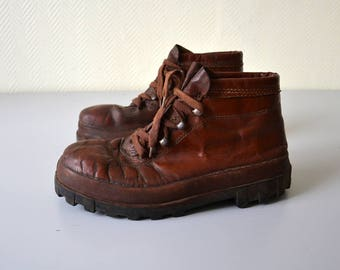Vintage French Boots PATAUGAS Mauleon Bp / old leather shoes / military Workwear / 60s / EU 41 US 8