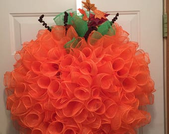 Pumpkin wreath, fall wreath, Halloween wreath, orange wreath, pumpkin with leaves, pumpkin mesh wreath, Thanksgiving wreath, Fall Deco mesh