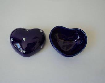 Vintage Porcelain collectable heart pill/ trinket box (04913-14)