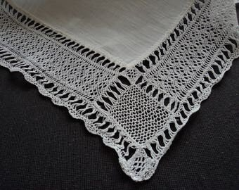 French vintage stunning linen hand made lace handkerchief (05958)