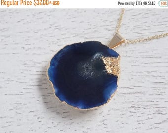 SUMMER SALE Agate Necklace, Navy Blue Agate Necklace, Round Geode Necklace, Druzy Necklace, Slice Agate Pendant, Raw Stone Necklace, Gold La