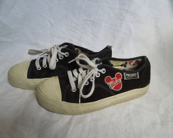 SALE 90s Suede Mickey Mouse Sneakers US 6.5
