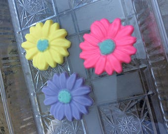 Daisy Flower Soaps (10 favors) spring garden party favors wedding