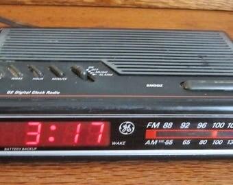 Vintage General Electric AM-FM Alarm Clock Radio With Battery Backup Model 7-4612BKA