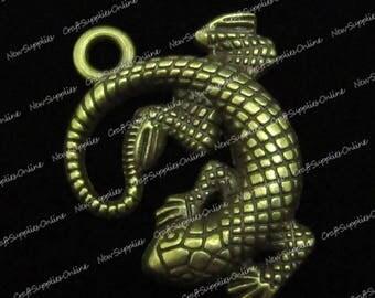 Bronze colored gecko lizard charm