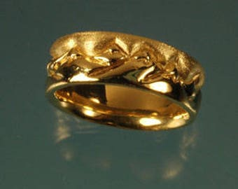 18k royal yellow mountain wedding band