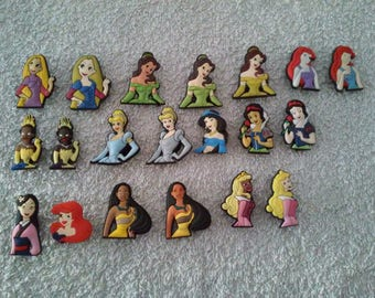 Lot 20 jibbitz Princess (badges for fangs)