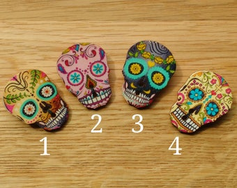 Sugar skull brooch, wooden button pin badge, Mexican Day of the Dead theme party, Halloween costume, skull jewellery, Dia De Los Muertos