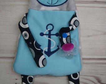 Blanket / cuddle blanket for babies and toddlers with pacifier holder