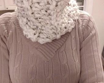 Crochet White Cowl.  Crochet Cowl.