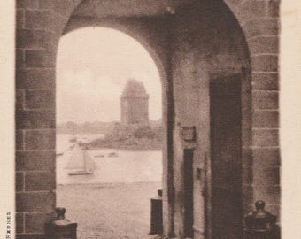 FREE POST - Old Postcard - FRANCE St-Servan-Sur-Mer Entrance to the Port - Vintage Postcard - Unused