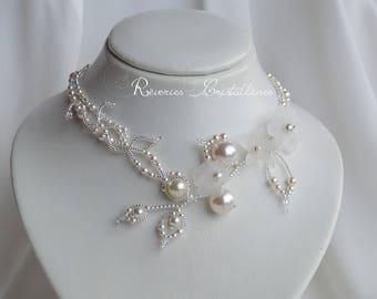 Collier mariage perles blanches et fleurs, cristal Swarovski, bijou mariage, white flower necklace, bridal pearly necklace, wedding ornament