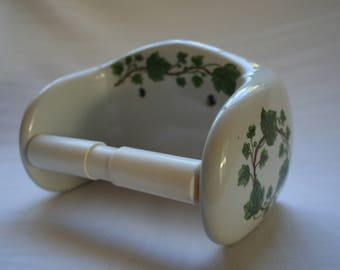 Porcelaine de Paris toilet roll holder. Ivy apttern on white porcelain.