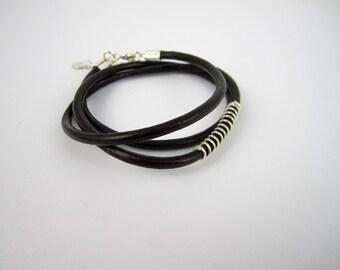 Bracelet minimaliste en cuir brun 3 tours - fil d'argent sterling