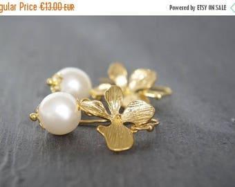 Sale Gold orchid earrings Flower earrings Gold floral earrings White pearl Bridesmaid earrings Bridal earrings Wedding drop earrings Christm