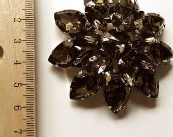 Brown stones brooch