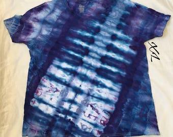 In stock!! Ready to ship!! V-Neck tie dye T shirt (XL)!!