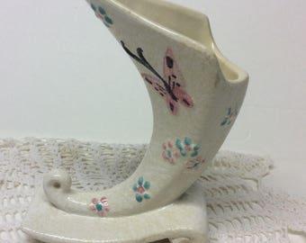 """Vintage Hull Pottery """"Butterfly"""" Pattern Cornucopia Vase 1956 B2"""